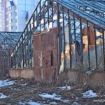 Заброшенные теплицы около улицы Ефросиньи Полоцкой