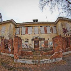 Заброшенное здание по улице Седова.