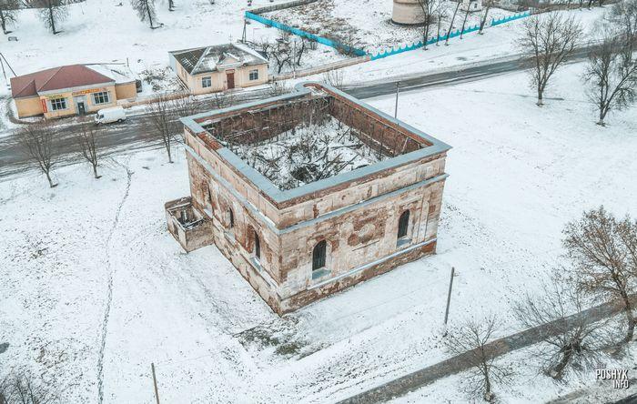 Заброшенное здание в Быхове