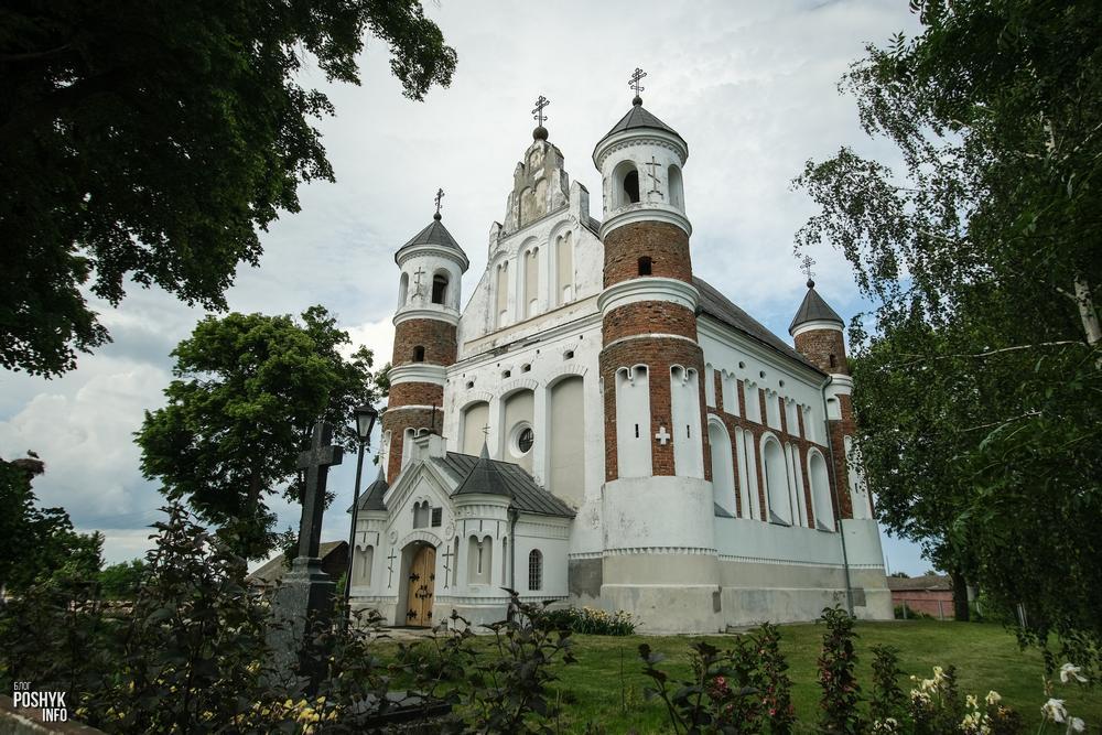 Оборонительный храм Рождества Богородицы в деревне Мурованка
