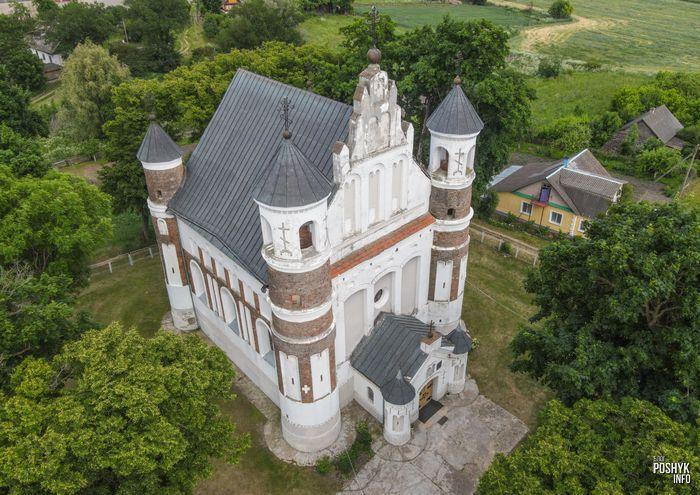 Церковь в деревне Мурованка