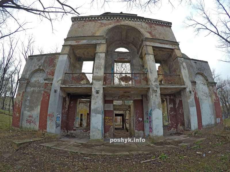 Заброшенный клуб на улице Минина