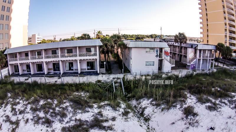 заброшенные здания на берегу океана