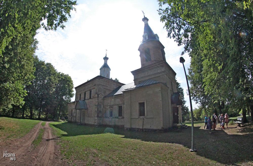 Свято-Троицкая церковь в деревне Бытча