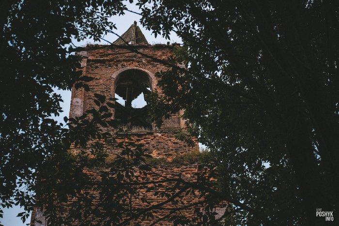 Заброшенная церковь в Смолянах