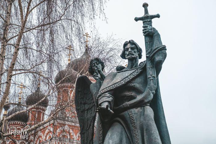 памятник основателю города Борису Всеславичу