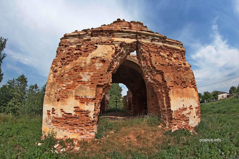 руины церкви вишов