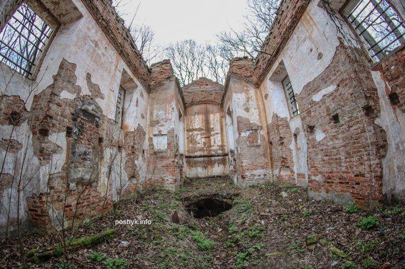 ruins kostel rovanichi