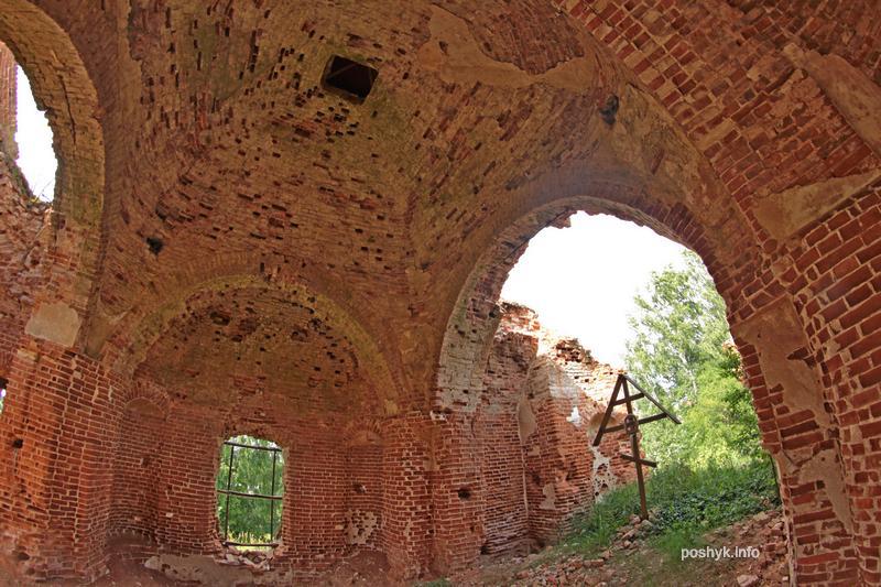 ruins vishov cerkov