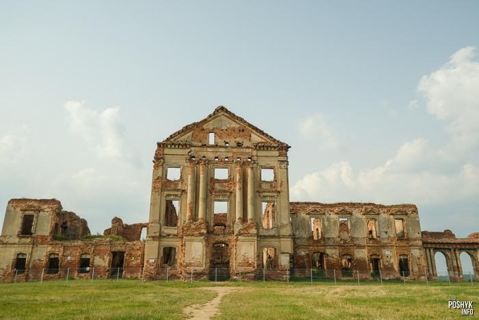 Замок Сапег в Ружанах