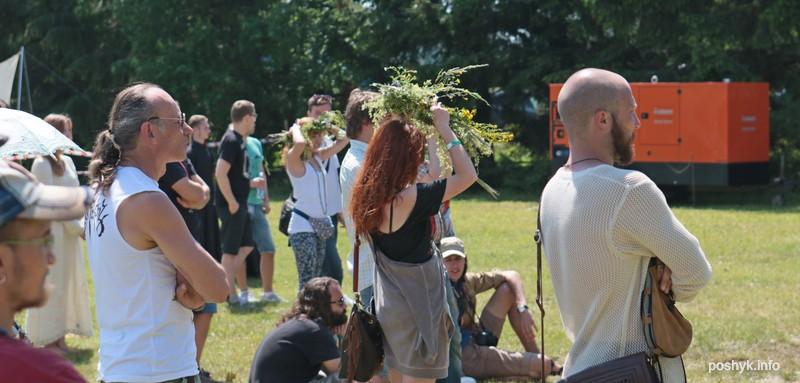 люди на фестивале сонца 3