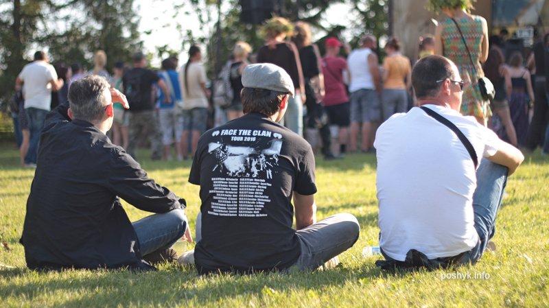 люди на фестивале сонца 7