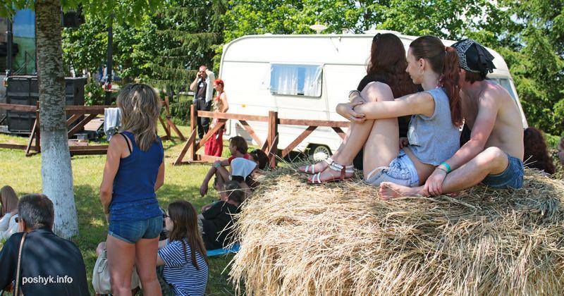 люди на фестивале сонца
