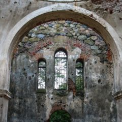 Руины Троицкой церкви в деревне Березовец