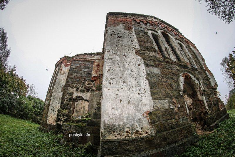 Заброшенная троицкая церковь в деревне Березовец