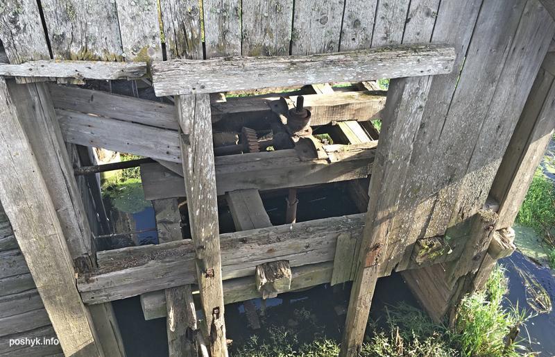 оборудование в заброшенной мельнице