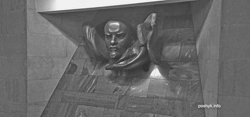 статуя ленина в метро