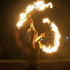 Как не сгореть на работе? Артист огненного шоу.