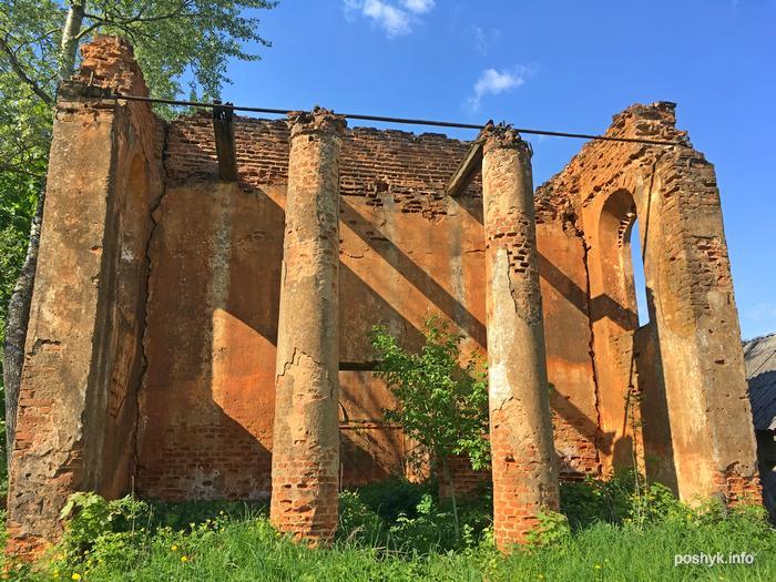 разрушенный костел в Старинках