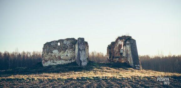 Руины усыпальницы в деревне Гайтюнишки.