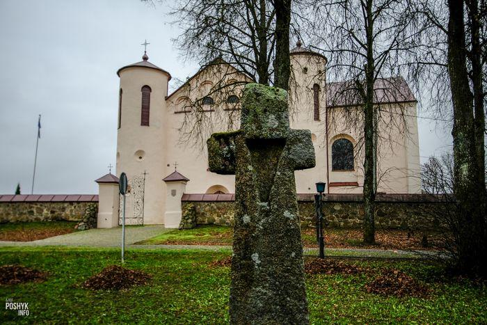 Каменный крест деревня Камаи