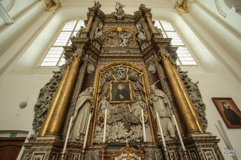 Алтарь костела в Гродно