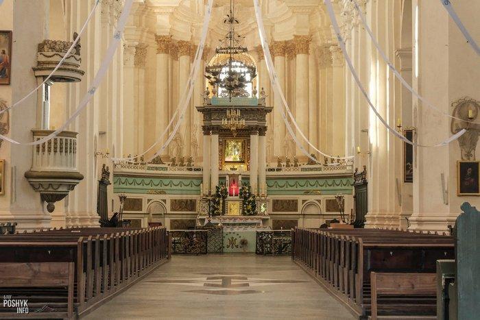 Алтарь в будсловском костеле