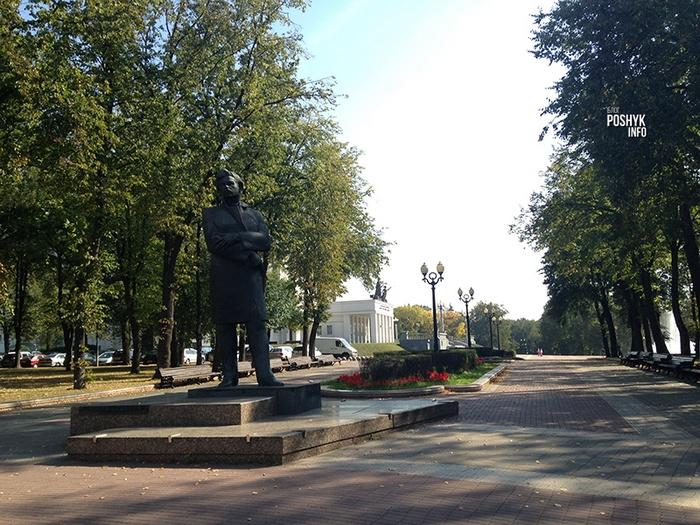 памятник богдановичу