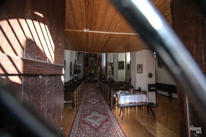 Деревня Ишкольдь Троицкий костел внутри