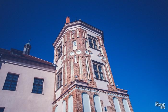 Башни мирского замка
