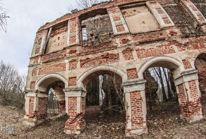 Развалины усадьбы Тышкевичей Вялое