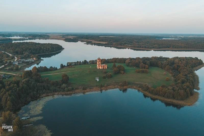 Руины церкви на полуострове Беларусь