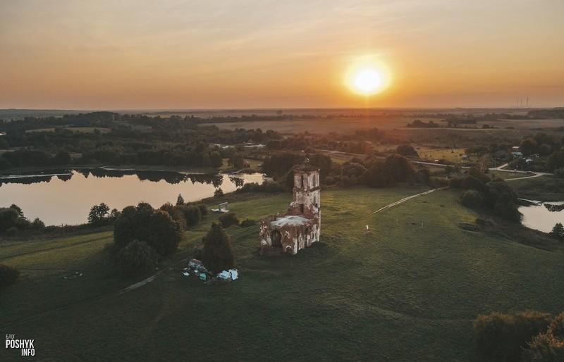 Красивая церковь на закате