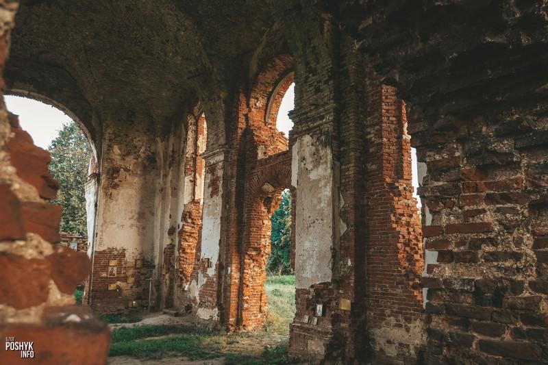 Руины церкви в агрогородке Черея