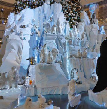 Новогодняя инсталляция в Dana Mall