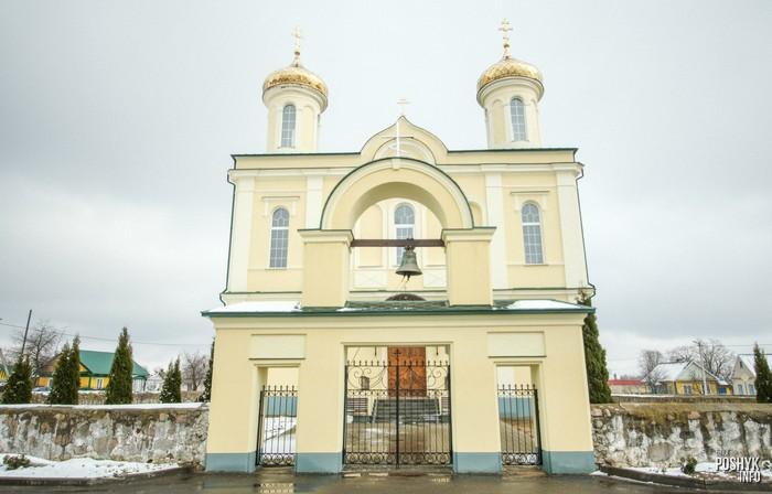 Брама и церковь Вишневец