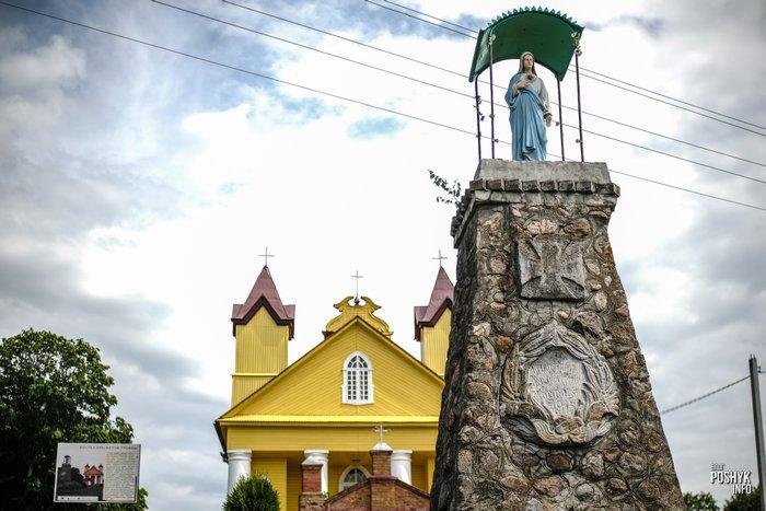 Статуя Девы Марии в Данюшево