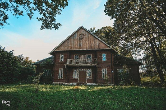 Заброшенный дом в деревни Засвирь