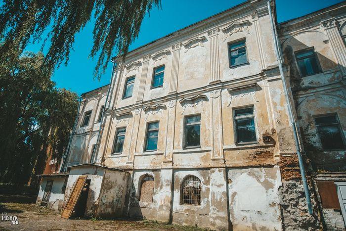 Заброшенный дворец Радзивиллов в городе Дятлово