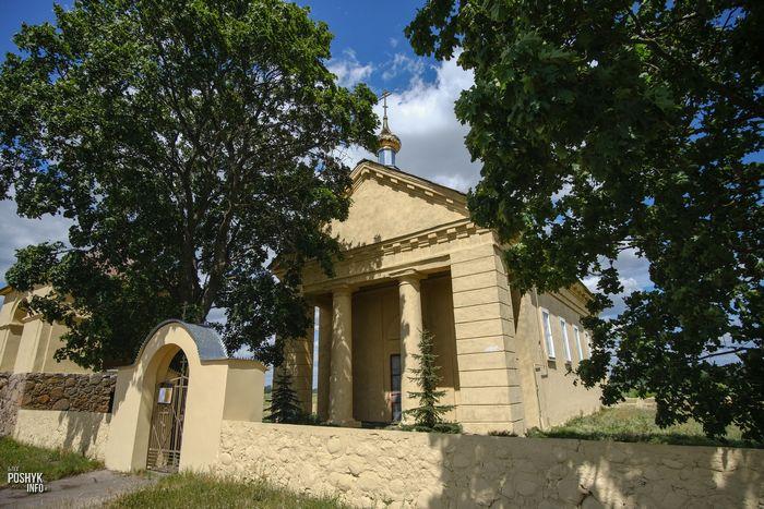Костел в деревни Дикушки