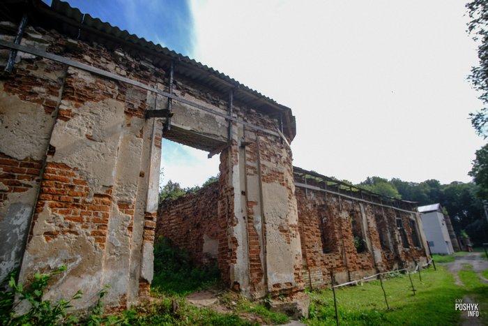 Руины усадьбы Хмаров