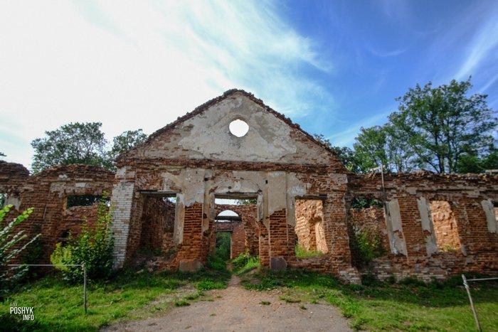 Руины усадьбы в Семково