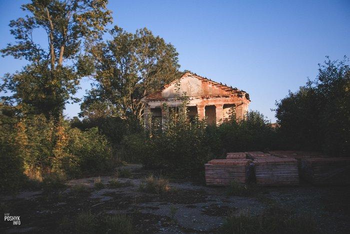 Руины усыпальницы в Заушье