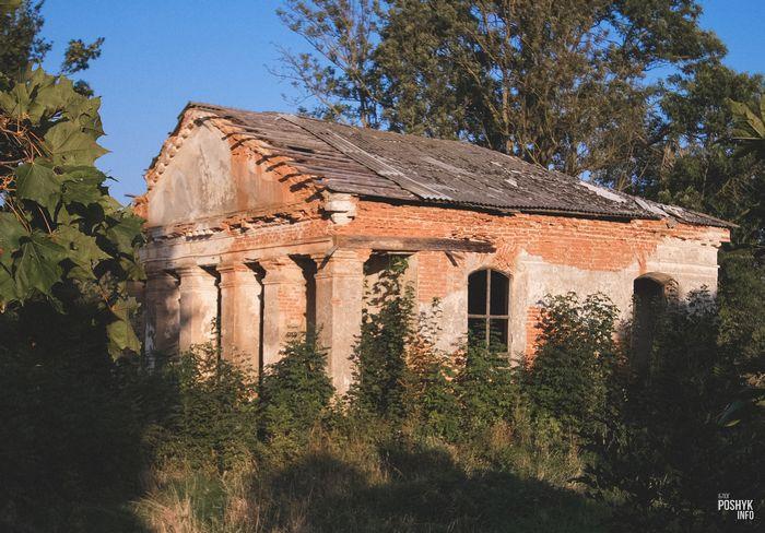 Часовня усыпальница в деревне Заушье