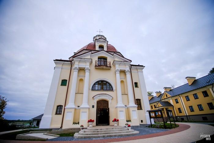 Костел Богоматери Шкаплерной в Мяделе