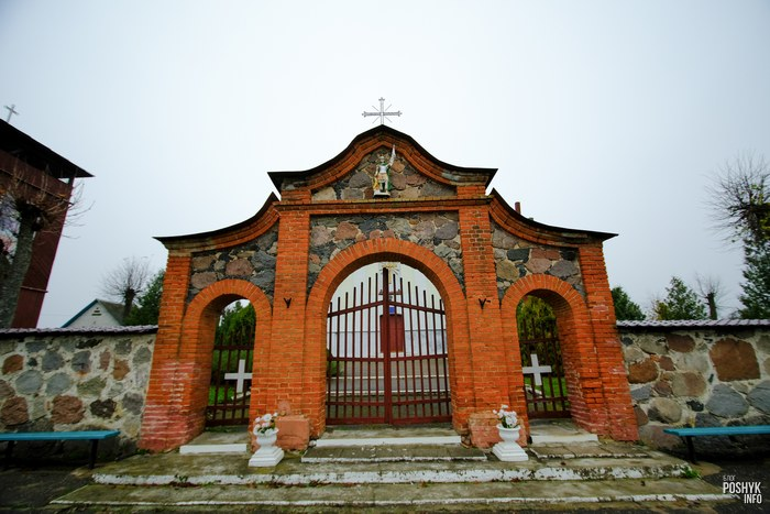 Брама в деревне Костеневичи