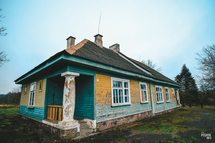 Заброшенная школа в деревне Комарово