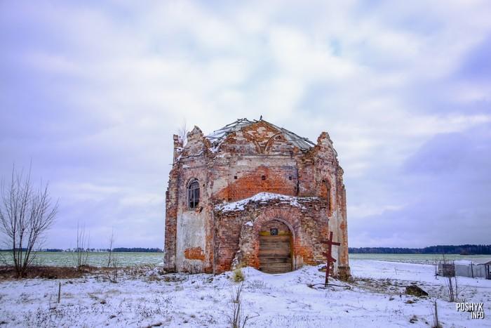 Руины храма в Сидоровичах