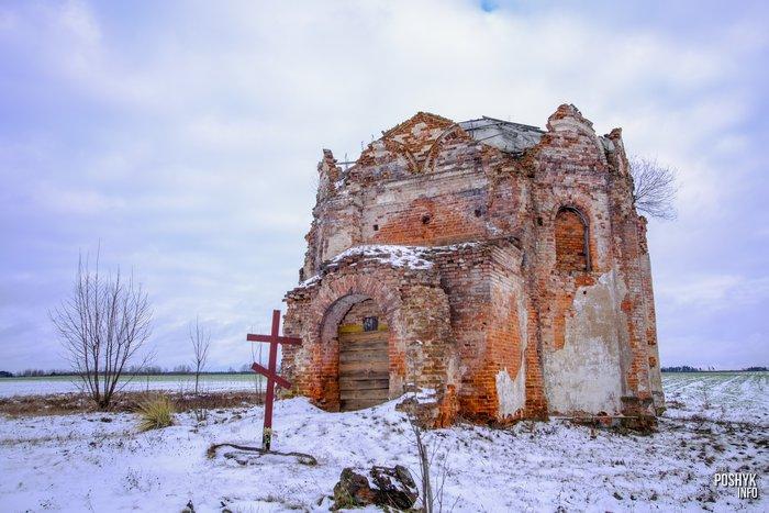 Заброшенная церковь в Сидоровичах