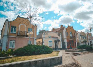 Необычные дома в центре Дятлово на площади 17 сентября